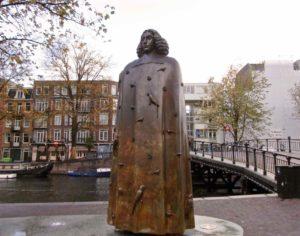 cosa vedere ad amsterdam statua spinoza