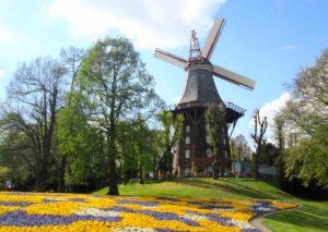 Mulino nel parco Wallanlagen a Brema Germania