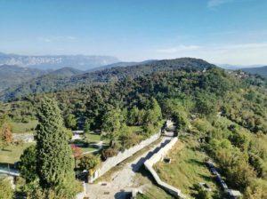 il panorama delle colline del Carso il borgo di Stanjel tra i suggerimenti su cosa vedere in slovenia