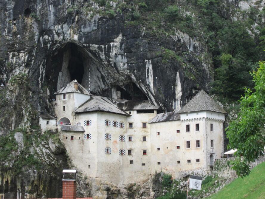 cosa vedere in Slovenia Castello di Predjama