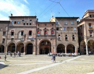piazza santo stefano tra i quartieri più belli di bologna