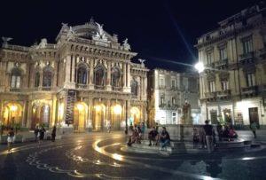 Cosa vedere a Catania se non la piazza dedicata a Vincenzo Bellini Piazza Teatro Massimo