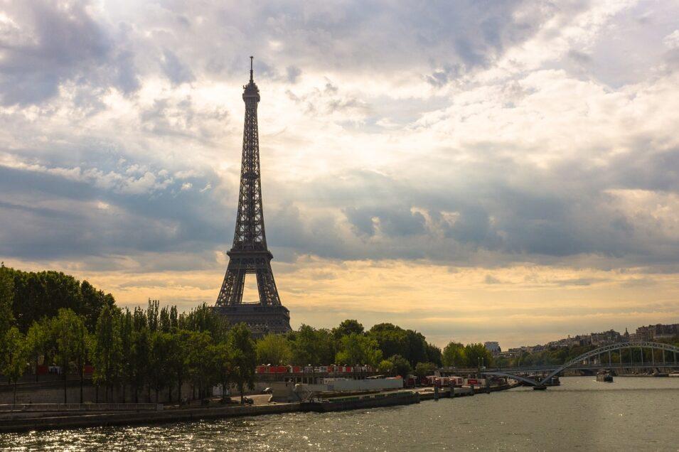 eiffel-tower-1562994_1280