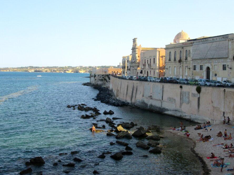 nei dintorni di Catania c'è anche Siracusa