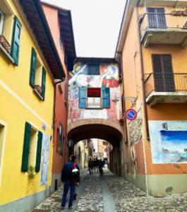 visitare i murales del borgo di dozza vicino bologna