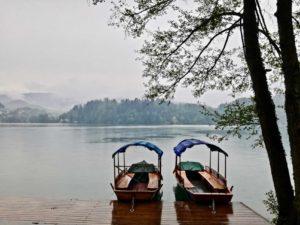 lungolago di bled vicino al lago di bohinj in slovenia