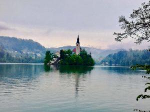 lago di bled vicino al lago di bohinj in slovenia