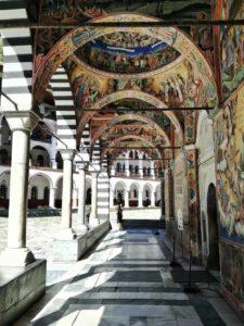 visitare il monastero di rila durante un viaggio in bulgaria
