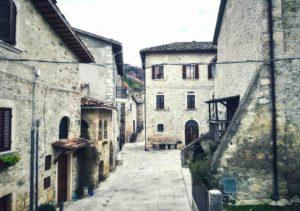Borghi delle Marche piazza Castel Trosino