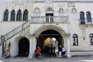 Istria cosa vedere Capodistria palazzo veneziano
