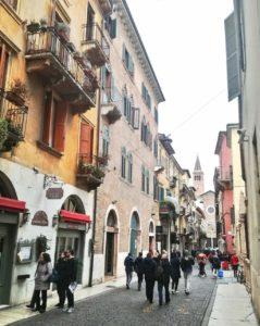 Visitare Verona e i vicoli di via Mazzini