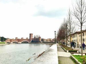 Visitare Verona e passeggiare nel lungofiume