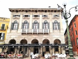 Visitare Verona ed esplorare Piazza Bra