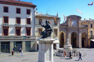 Cosa vedere a Rimini la Piazza Cavour
