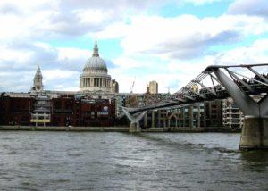 Tra le cose da vedere a Londra c'è il panorama da millenium bridge