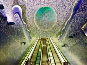 tra le cose da vedere a napoli c'è la fermata metro toledo