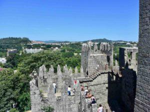 il castello è uno dei principali luoghi di interesse di guimaraes