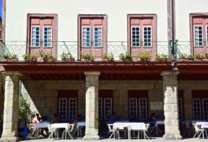 guimaraes è piena di ristoranti e locali