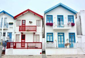 le famose case colorate di costa nova ad aveiro