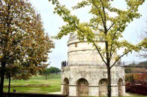 mausoleo di teodorico è uno dei monumenti principali di ravenna