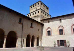 cosa vedere in Emilia-Romagna il Castello di Torrechiara