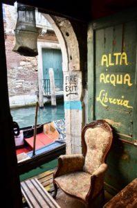 cosa vedere a Venezia in un giorno se non la libreria acqua alta