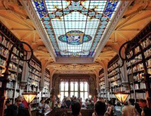 livraria lello a porto è una delle librerie più belle del mondo