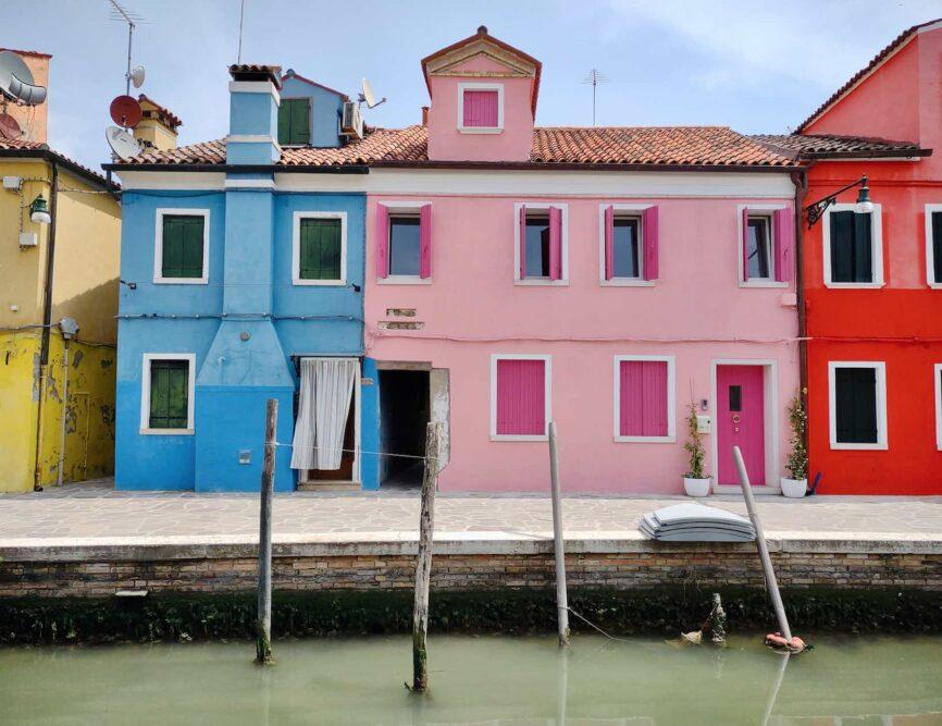 burano cose da vedere, le case colorate