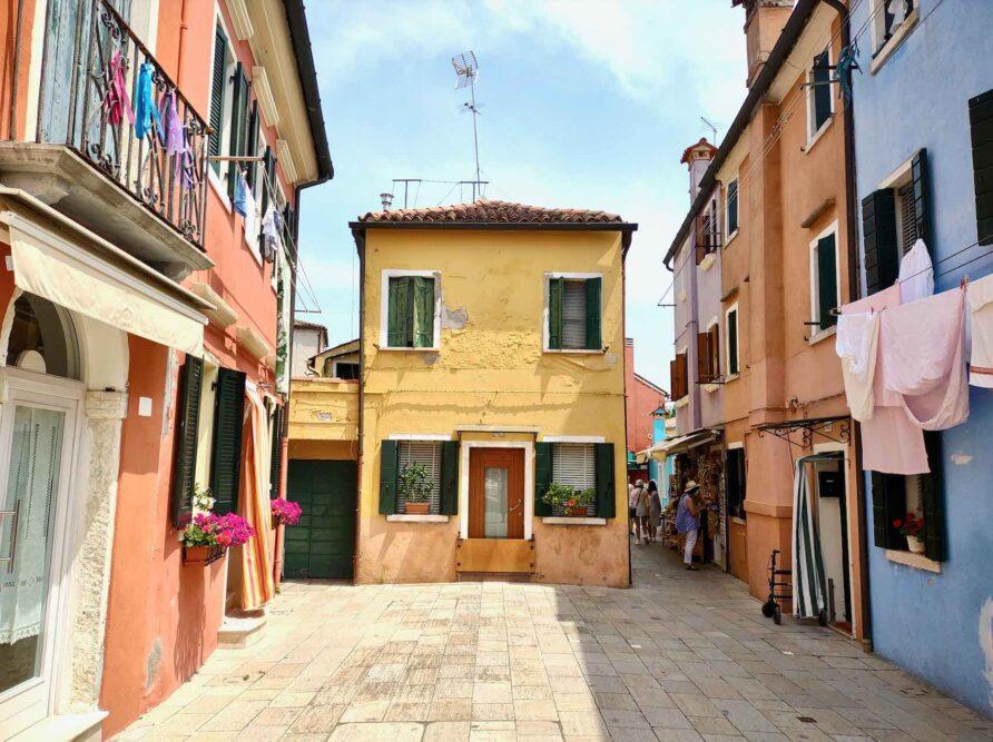 passeggiata a burano venezia